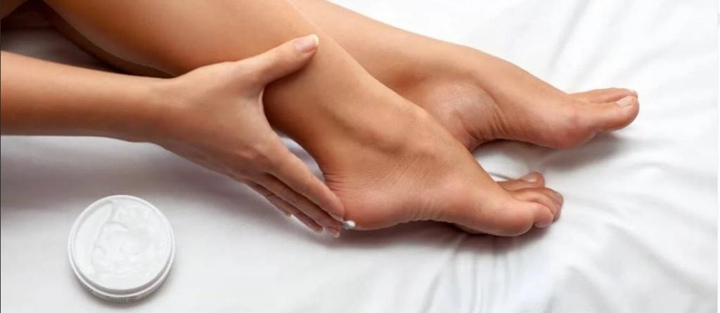 наносим крем для ног